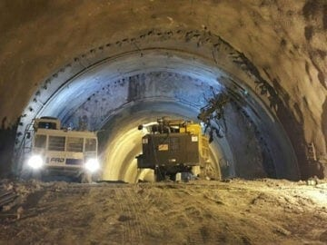 Ground support for tunnels in rock